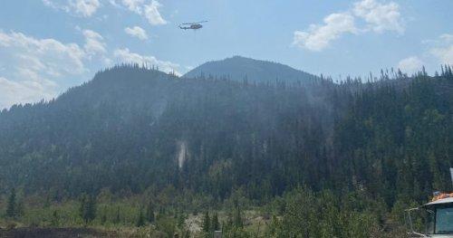 Crews battle wildfire west of Calgary near Lac Des Arcs | Globalnews.ca