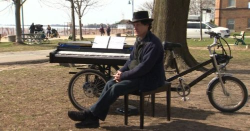 Toronto piano-bike man delights passersby with impromptu outdoor concerts