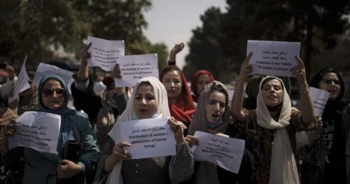 Female workers of Taliban-run Kabul municipality told to stay home with exceptions - National | Globalnews.ca
