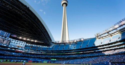 Toronto Blue Jays celebrate return to Rogers Centre with 6-4 win over Kansas City Royals | Globalnews.ca