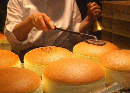 Rikuro's Cheesecake: Osaka's Favorite Super-Jiggly Gourmet Desserts!