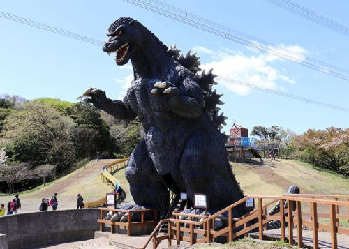 The Park With the Godzilla and... Pretty Spring Flowers? Guide to Yokosuka Kurihama Flower Park