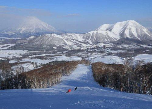 Skiing in Rusutsu: Top 10 Ski Courses at Hokkaido's Iconic Resort