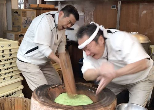 Japan's Crazy Ancient Art of Pounding Rice 'Til it Becomes Something Else - Experiencing Nara Mochitsuki