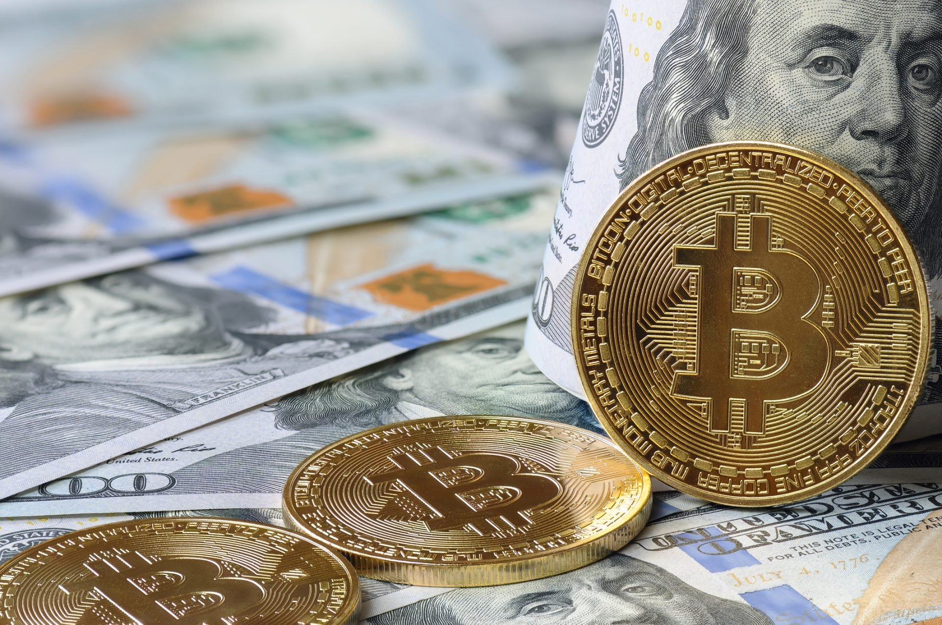 Bitcoin Will Replace Fiat Currency by 2050, Panel of Experts Says