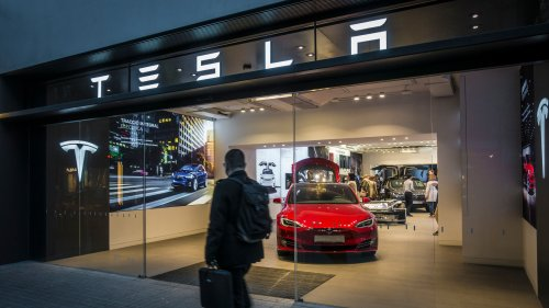 Tesla Posts Record Revenue, Musk Announces He Will Host SNL