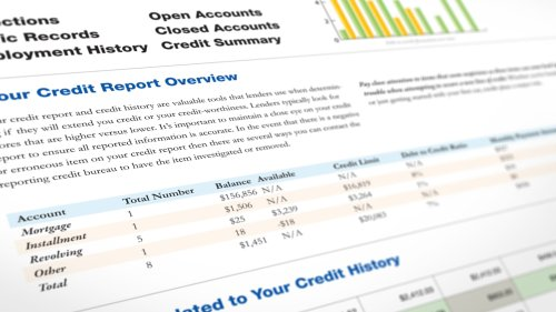 How Long Does a Late Credit Card Payment Stay on Your Credit Report?