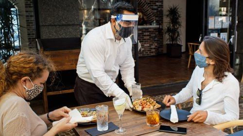 Despite Sign-On Incentives, Restaurants Are Struggling to Find Workers