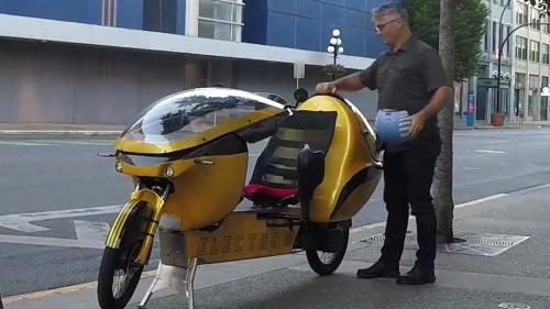 Liege-E-Bike mit Allrad und Stromlinien-Hülle