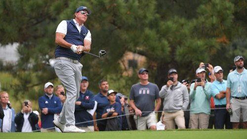 Phil Mickelson hits 2 straight out of bounds — then analysts take 'distance' swings at him