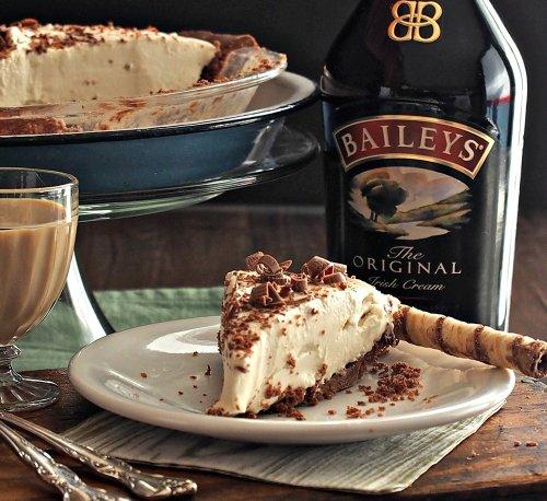 Creamy Baileys Dream Pie (15-Minute Recipe)