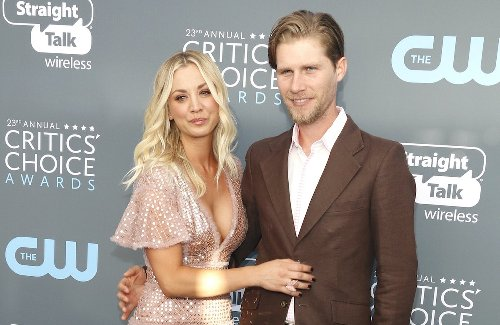 Kaley Cuoco 'At War' With Husband Karl Cook? - Gossip Cop