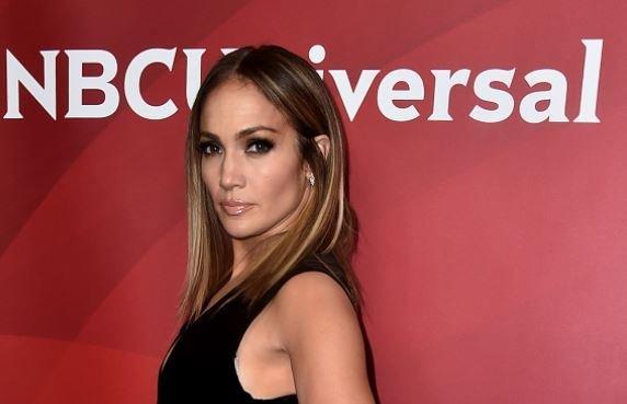 Jennifer Lopez Stuns In Sexy Six Picture Instagram Spread
