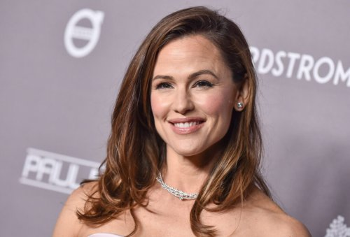 This Hair Oil Is The BEST At Restoring Thinning Hair According To Jennifer Garner