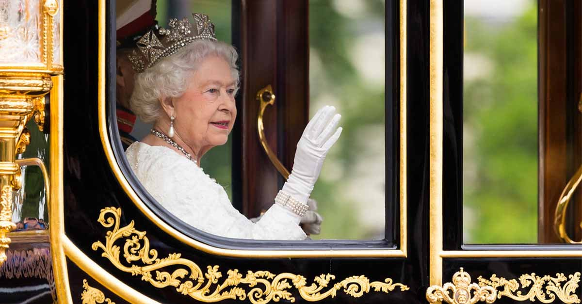 Queen Elizabeth Stepping Down, Prince William And Kate Middleton To Take Her Place?