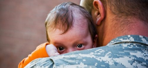 Bipartisan Bill Would Extend Feds' Paid Parental Leave to Military Troops