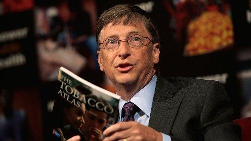 Bill Gates empfiehlt: Diese 5 Bücher sollten Sie im Sommer 2021 lesen