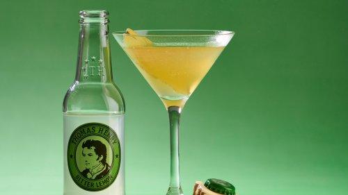 Die Tage werden kürzer, die Drinks dunkler: Der Alexander Fleming ist unser Drink der Woche