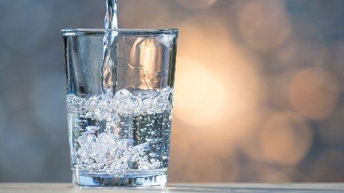 Stilles Mineralwasser im Test: Diese Sorten sollten Sie nicht trinken