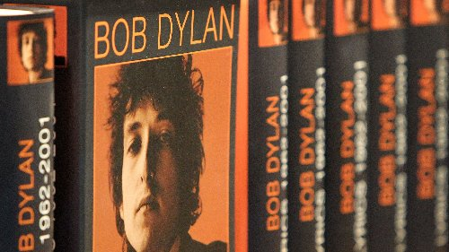 Why are literary writers still so addicted to Bob Dylan?