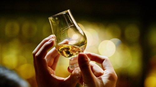 Ce qu'il faut savoir sur le whisky tourbé en 6 bouteilles