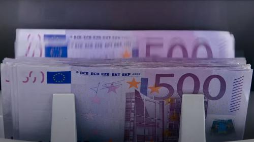 Netflix annonce la sortie d'un documentaire racontant l'histoire d'une équipe d'arnaqueurs français devenus multi-millionnaires avant de sombrer dans la folie