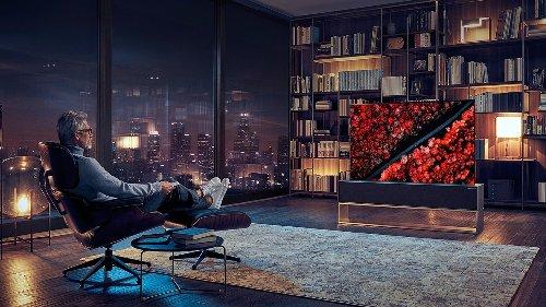 Ce téléviseur qui se déplie est désormais disponible à un prix complètement fou