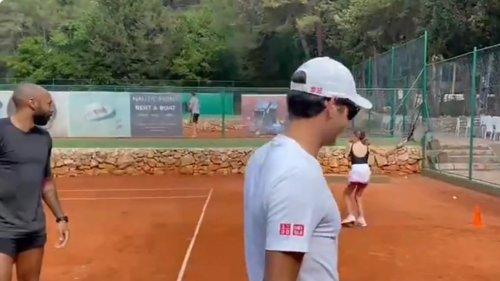 Roger Federer et Thierry Henry jouent au tennis sous le soleil de Croatie et le niveau est pas mal du tout