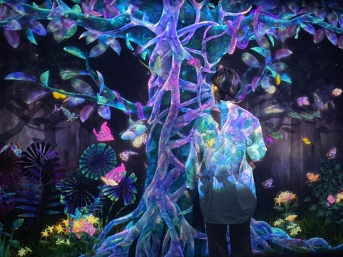 Futuristic art exhibition uses digital displays and AR to create a transcendental experience
