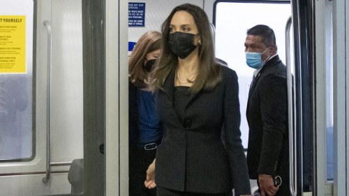 Angelina Jolie mise tout sur la sobriété et l'élégance lors de sa visite à la Maison Blanche