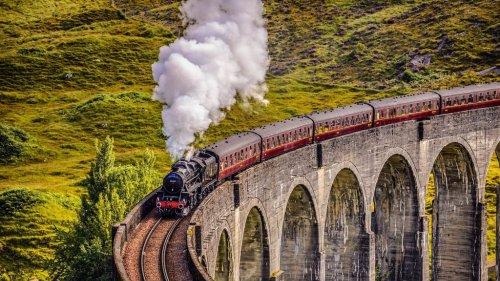Cette année, le Poudlard Express débarque en France! Arrivée prévue en la Gare St Lazare...