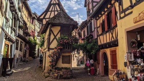 Voyage en France : ces charmants villages français méconnus des touristes (Rocamadour et Colmar sont devenus trop populaires) !