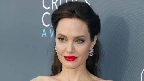 Angelina Jolie sublime avec une robe ultra moulante et entourée de ses filles