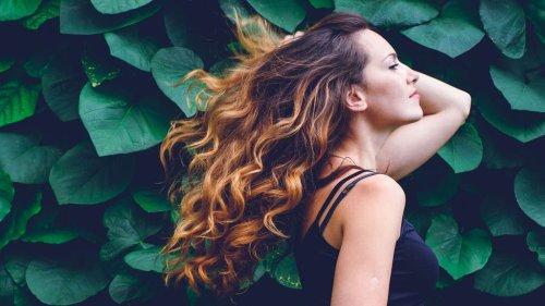 Recettes masque maison : 9 masques pour réparer ses cheveux après l'été