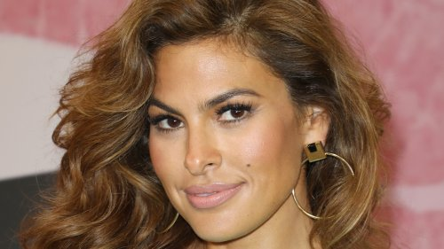 "Eva Mendes Once Thought Her Face And Features ""Looked Weird"""