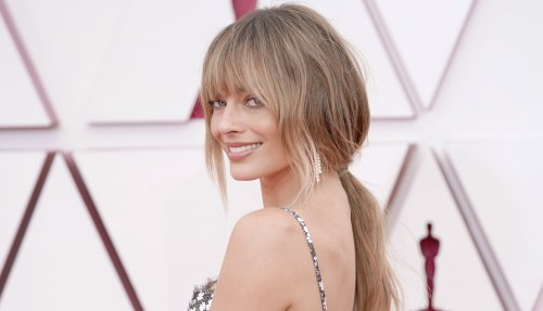 Margot Robbie Has A New Set Of Bangs At The 2021 Oscars