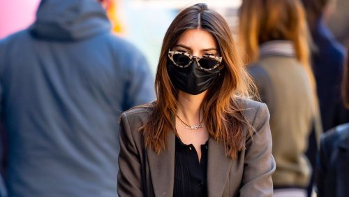 Emily Ratajkowski Shows Off Her Relaxed Mum Style In New York City