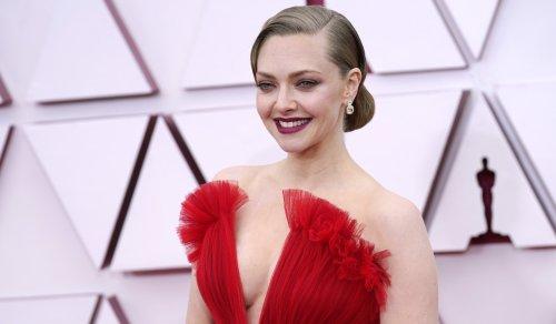 Amanda Seyfried Embodies Old Hollywood Glamour At The Oscars