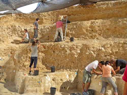 Study Proves Humans and Neanderthals Lived Together 50,000 Years Ago