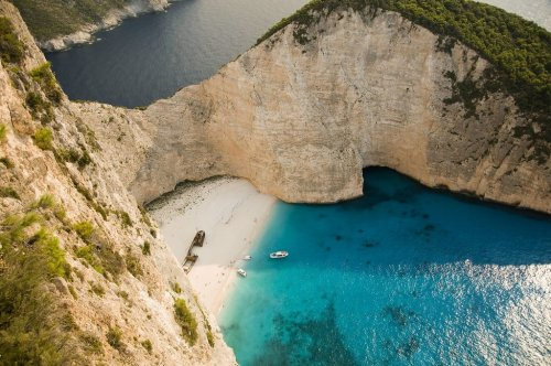 Your Ultimate Guide to Greek Island Hopping For the Summer