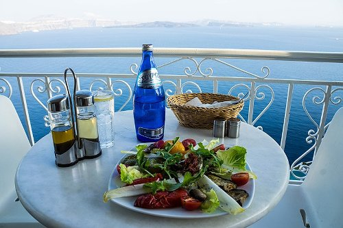 Foodies Alert: 5 Best Traditional Santorini Dishes to Try