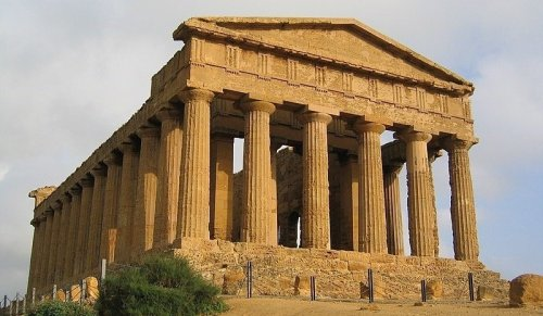 The Breathtaking Ancient Greek Ruins Found in Italy