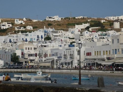 Revolutionary White Paint Could Cool Greek Island Buildings Better than AC
