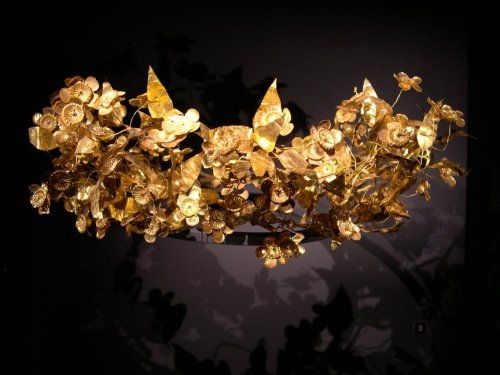 Ancient Greek Crown of Pure Gold Found in Box Under Man's Bed