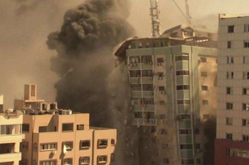 Gaza, bombardato e distrutto il grattacielo sede di AP, Al Jazeera e altri media