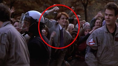 Movie Extras That Totally Ruined The Scene