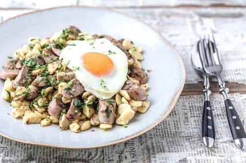 Spätzlepfanne mit Champignons und Bratwurst schneller leckerer Genuss