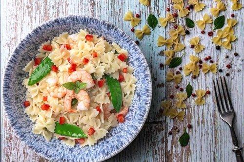 Der Nudelsalat mit Garnelen ist ein schnelles & leckeres Gericht
