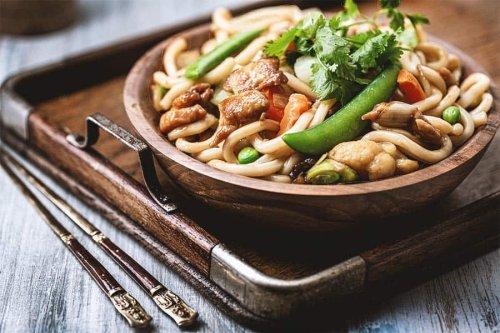Der Udon Hähnchen Wok ist blitzschnell gemacht & immens lecker