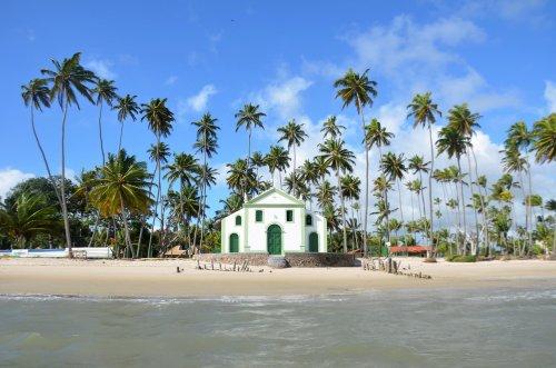 5 lugares perfeitos no Brasil para fazer um casamento na praia